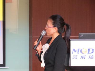 前移民局官员、现美国注册律师Elaine Yang
